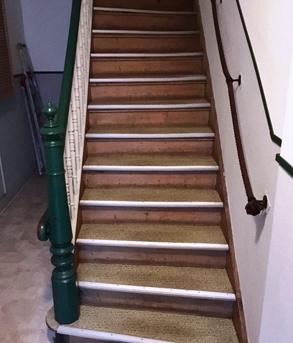 Treppe vor Sanierung